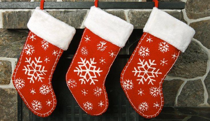 Si no tienes chimenea, puedes colocarlos debajo del árbol de Navidad