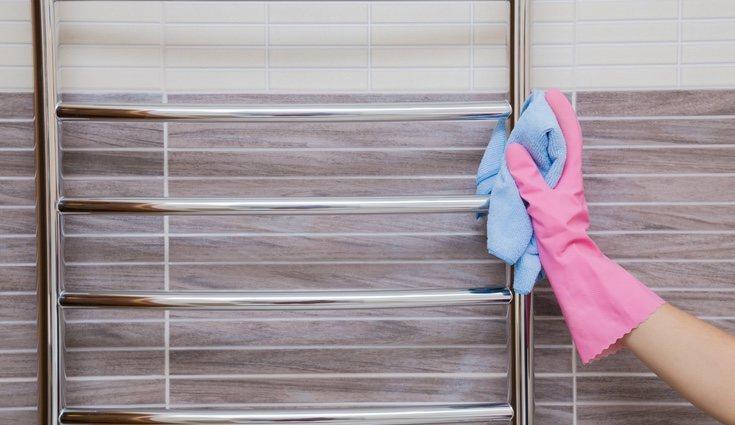 Pasar un trapo húmedo por el exterior para eliminar polvo y restos de suciedad será suficiente