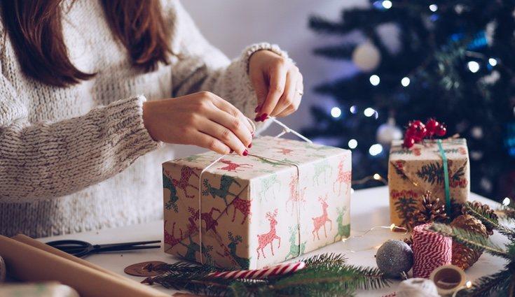 Utiliza papel con estampados navideños