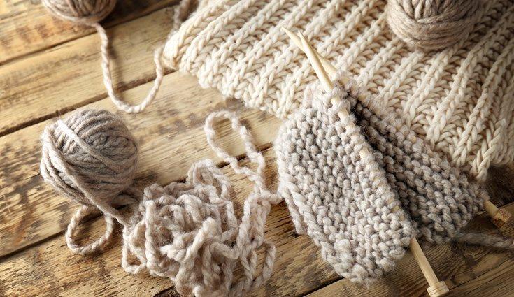 Hacer una bufanda de lana es sencillo si se tiene paciencia