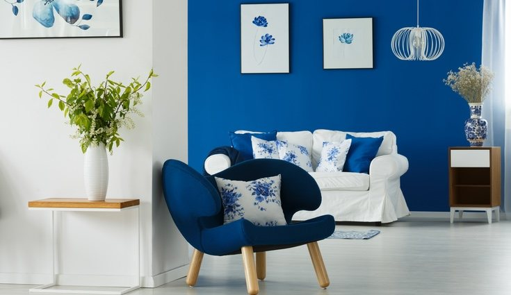 Hay que tener mucho cuidado porque el azul absorbe la luz y resta luminosidad al ambiente