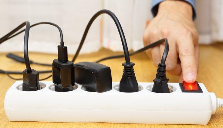 Apagar los aparatos eléctricos en stand-by ayuda a reducir gastos de las necesidades básicas