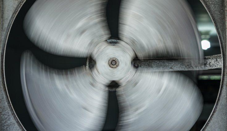 Tiene un ventilador que se encarga de transmitir energía para generar presión
