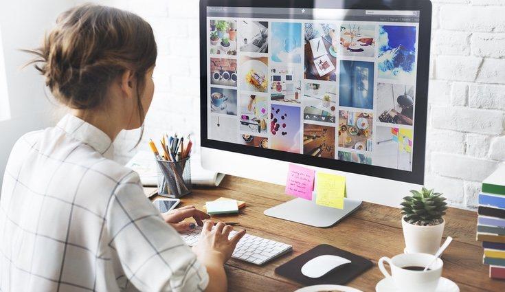 Un escritorio ordenado facilita la concentración y el rendimiento
