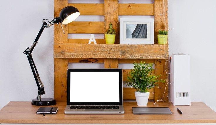 Existen numerosos trucos originales para ordenar y decorar tu escritorio