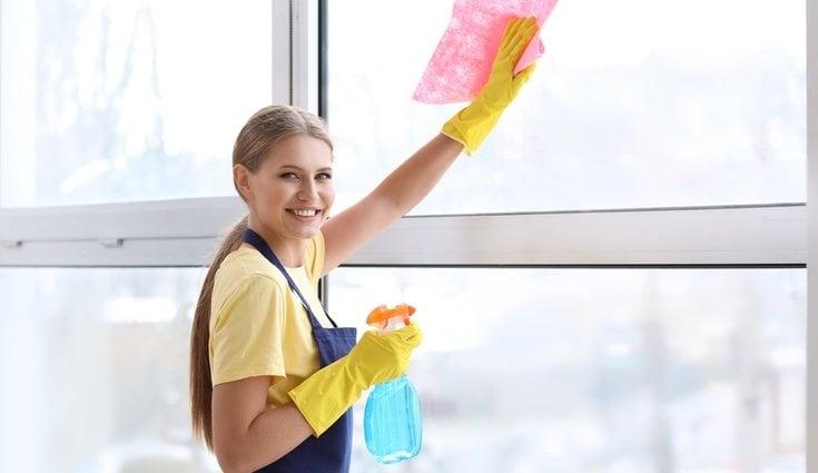 Limpiar los cristales es una de las tareas domésticas más tediosas y menos agradecidas que existen en la casa