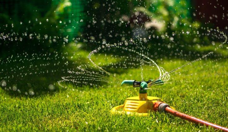 Procura que el agua solo caiga en la zona de riego
