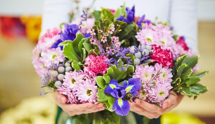La ubicación es esencial para potenciar el mantenimiento de las flores. Busca una temperatura media