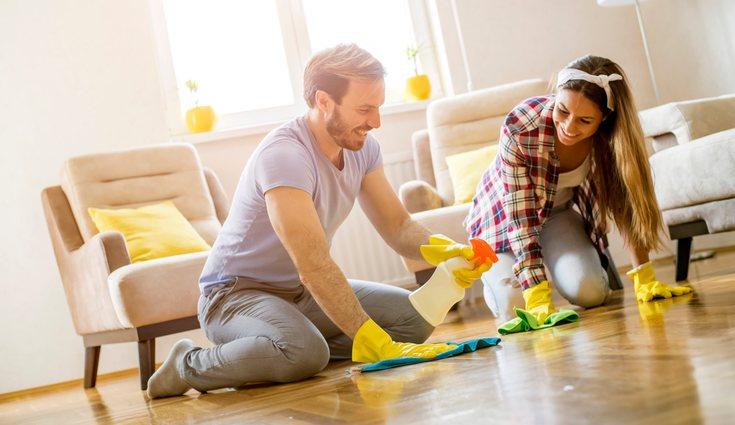 Repartirse las tareas del hogar es básico para la buena convivencia