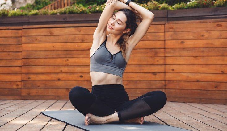 Practicar yoga en espacios exteriores es más recomendable