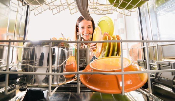 El lavavajillas te ahorrará tiempo a la hora de limpiar platos y cubiertos