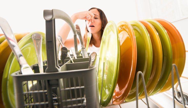 Si no se limpia correctamente el lavavajillas puede emitir malos olores
