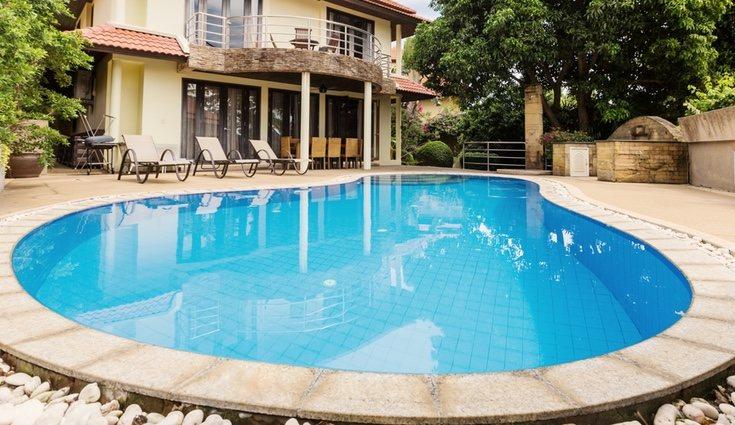 Es recomendable dejar la piscina limpia antes de cubrirla durante todo el invierno