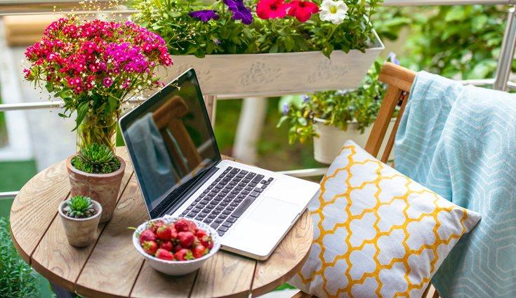 En verano, la terraza puede convertirse en la mejor oficina