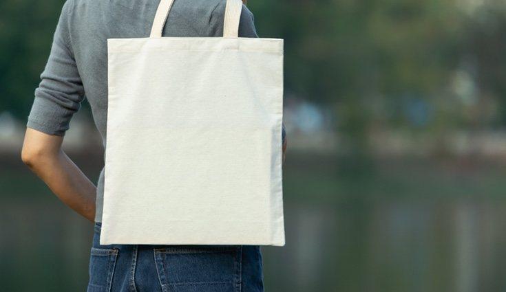 Puedes utilizar bolsas de tela en sustitución de las de plástico