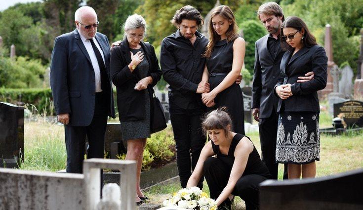 En los funerales en España se tiene por costumbre comprar flores