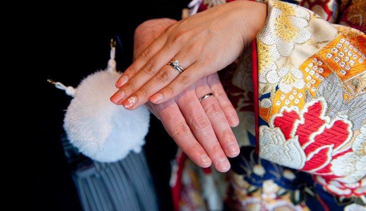 La leyenda del hilo rojo de Japón puede servir como inspiración para regalar a los invitados un pedacito de la boda