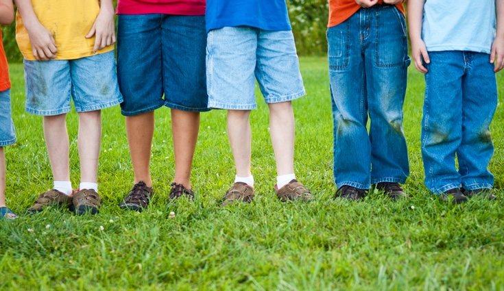 Aprende como quitar el verdín de la ropa y no te preocupará más que tus niños jueguen en el parque