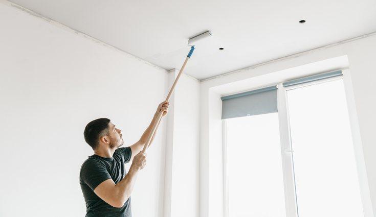 Si las paredes y el techo son del mismo color, la pintura hará un efecto uniforme en ambas