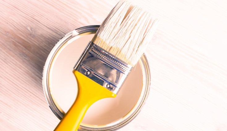 Se usará una brocha para pintar los sitios que con el rodillo no se puede