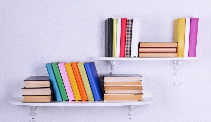 Hay multitud de formas de ordenar los libros de forma original y dar un nuevo toque a tu hogar