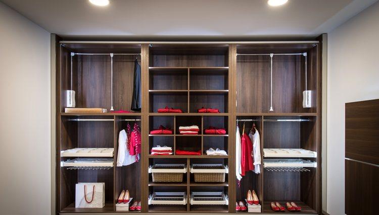 El armario es un espacio en el que la luz no accede de forma fácil