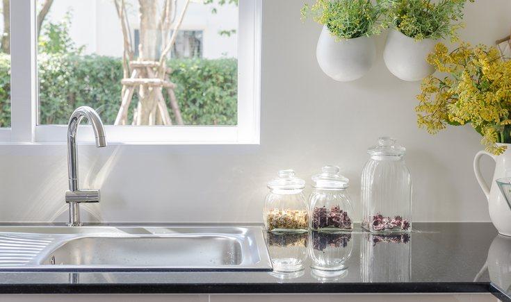 El fregadero de acero es el más común en las casas