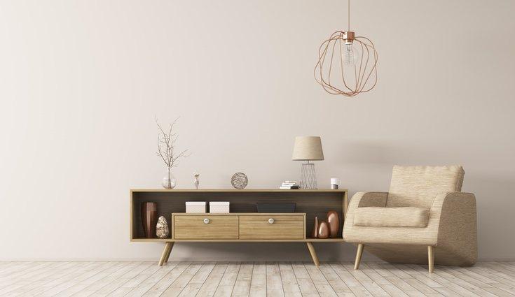 Las maderas oscuras para los muebles favorecen el estilo bosque