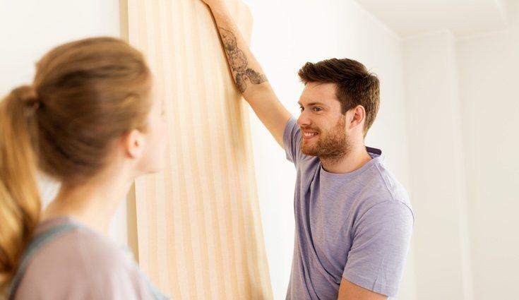 El papel adhesivo es una de las soluciones más sencillas para renovar tu hogar