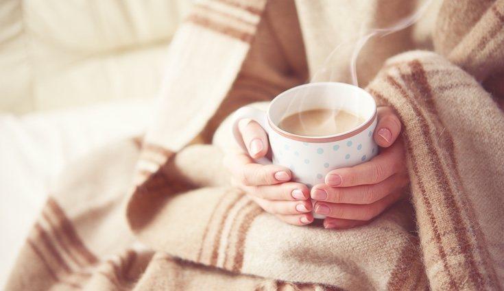 Mantita y taza caliente para combatir el frío