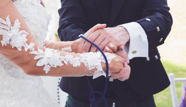 La ceremonia de la unión de las manos simboliza la unión de los novios en un mismo lazo
