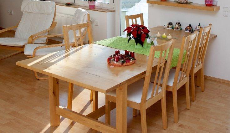 Los muebles de madera son fundamentales en este tipo de decoración