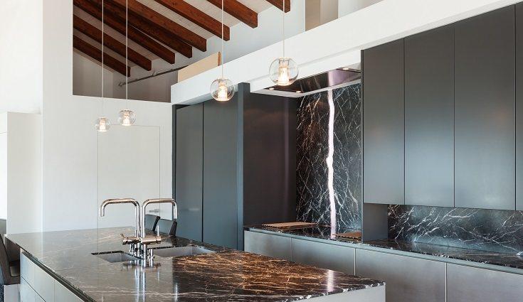 Uno de los aspectos más importantes a la hora de decorar una cocina es su color