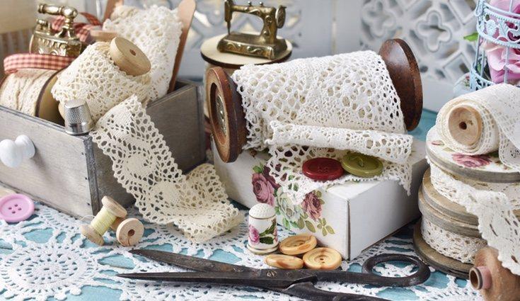 El encaje de bolillos es un tipo de encaje artesanal y tradicional